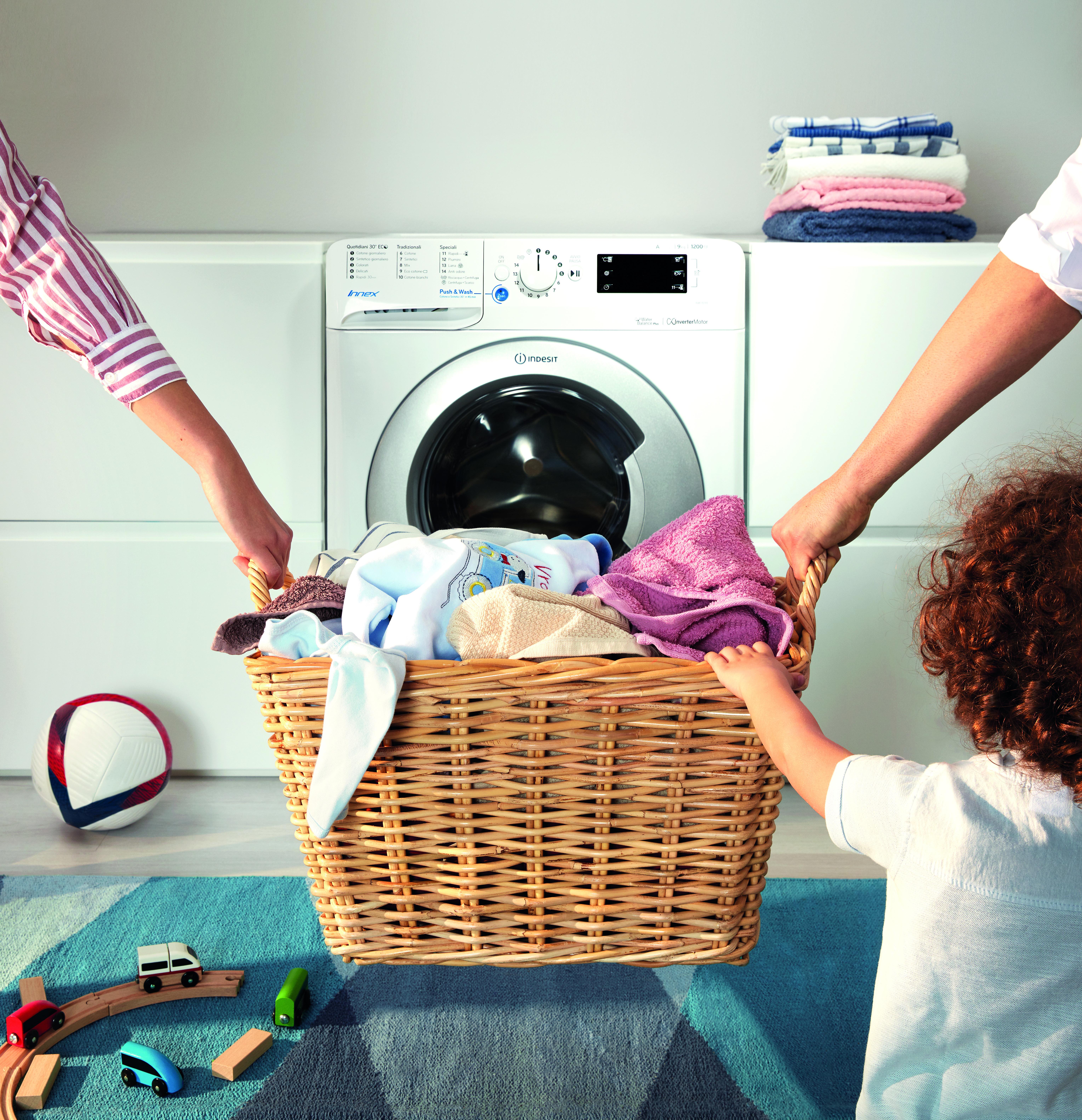 Kobieta zrobi to lepiej? Mężczyzna raczej tego nie sprawdzi – wyniki raportu dot. obowiązków domowych